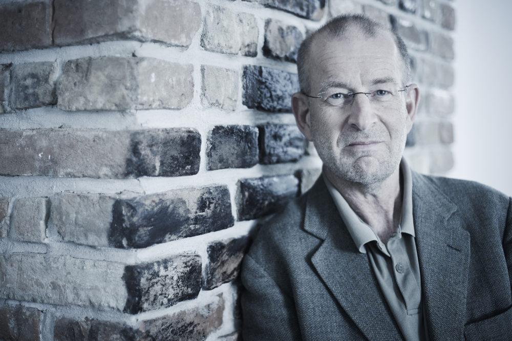 Günther Loewit: WIR SCHAFFEN DIE KINDHEIT AB!